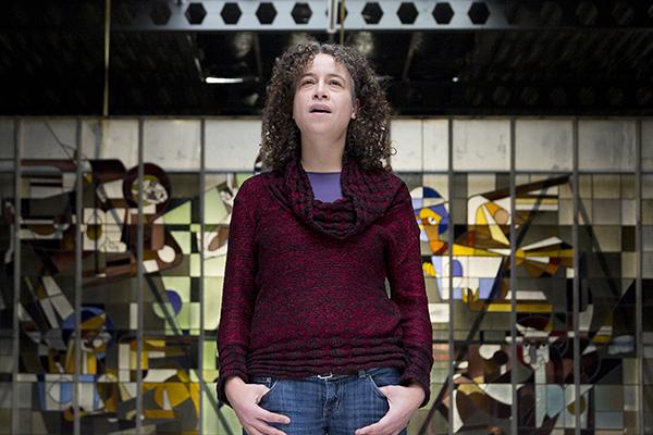 Simone Manuputty @ video-opnames People by Helen Botman (Photo: Eric Minten)