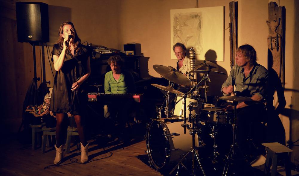 Albumpresentatie 'I Sing' - kort optreden (foto: Ernest Selleger)