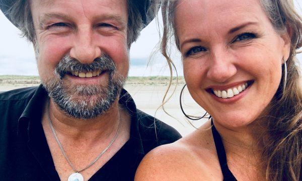 Als ik de zee maar zie - fotoshoot - selfie: Peter van Vleuten en Helen Botman